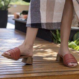 sandalia babados ferrugem