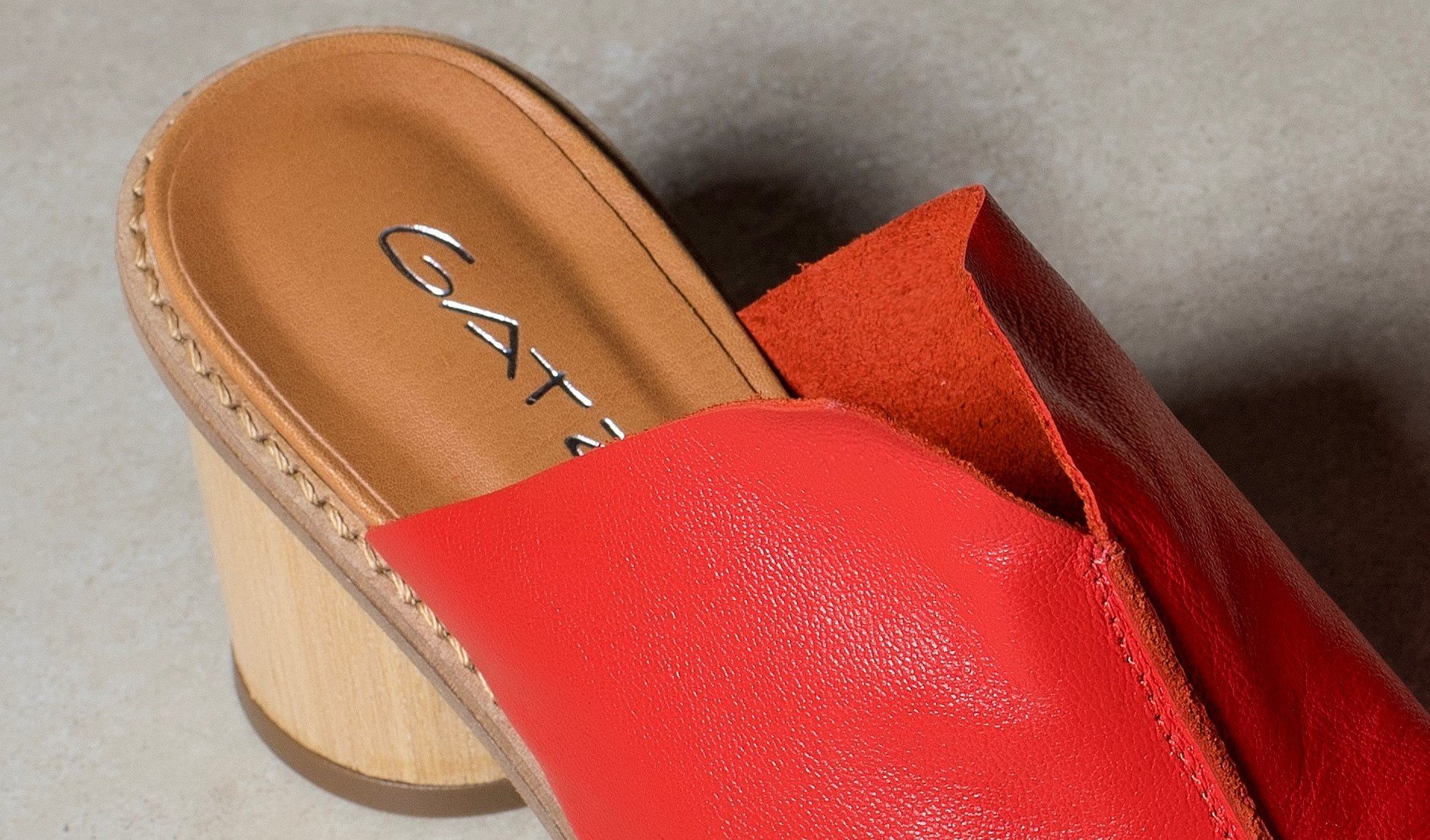 sandalia decote v vermelho 4