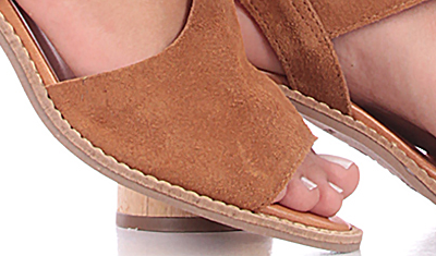 sandalia fivela madeira caramelo 6