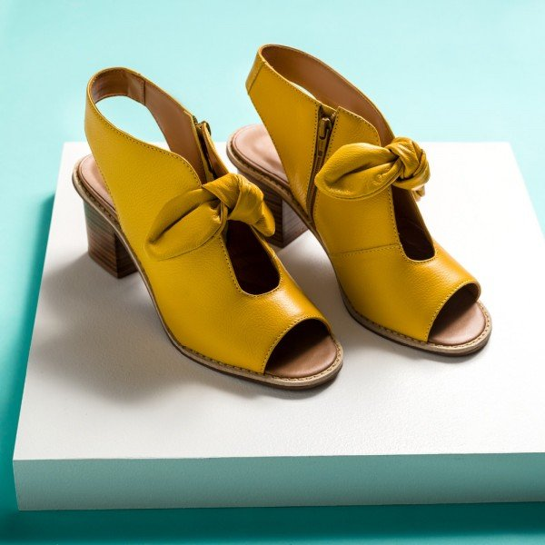 sandalia laço amarela