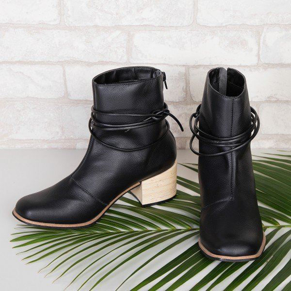 bota tiras preto