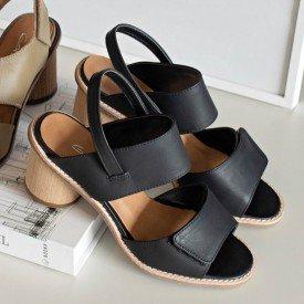 sandalia velcro preto