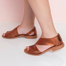 sapatilha assimetrica cobre
