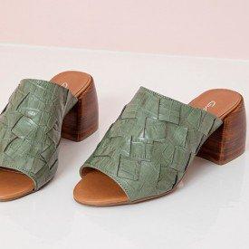 sandalia entrelacada verde
