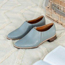sapato escamado cinza