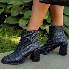 bota escamado preto 1