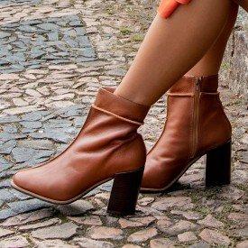 bota costura caramelo
